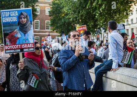 London, UK. 10th June, 2018. Massoud Shadjareh, Chairman of the Islamic Human Rights Commission, addresses hundreds of people who took part in the pro-Palestinian Al Quds Day march through central London. An international event, it began in Iran in 1979. Quds is the Arabic name for Jerusalem. Credit: Mark Kerrison/Alamy Live News - Stock Photo