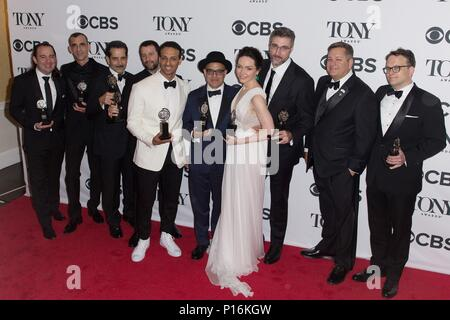 New York, NY, USA. 10th June, 2018. New York, USA. 10th Jun, 2018. in the press room for 72nd Annual Tony Awards - Press Room, Radio City Music Hall, New York, NY June 10, 2018. Credit: Jason Smith/Everett Collection Credit: Everett Collection Inc/Alamy Live News/Alamy Live News - Stock Photo