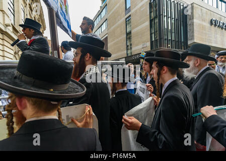 June 10, 2018 - London, UK. 10th June 2018. Neturei Karta ultra-orthodox anti-Zionist Jews stand with banners  at the rally in front of the Saudi Arabian embassy in support of the oppressed people of Palestine and others around the world. The event, organised by the Justice for Palestine Committee, is supported by the Islamic Human Rights Commission and a wide range of pro-Palestinian organisations, and was opposed by the Zionist Federation and some right wing hooligans, who were stopped from attacking the peaceful event by a large police presence in the area. Celebrated in many countries, the - Stock Photo
