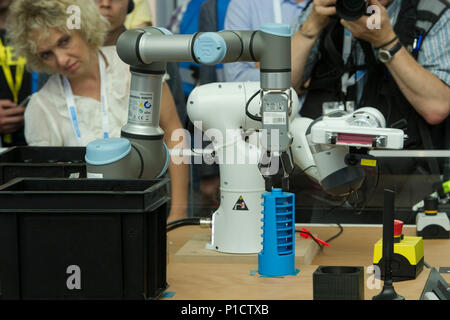 A robot arm learns to carry out a movement on its own, International CeBIT fair in Hanover, on 11.06.2018. | usage worldwide - Stock Photo