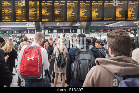 London Bridge Station, London, UK. 4th August, 2016.  Hundreds of commuters are left stranded and face delays at London Bridge station due to the disc - Stock Photo