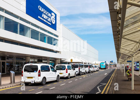 Front entrance to Glasgow airport with the airport white taxis at the taxi rank, Glasgow< Scotland - Stock Photo