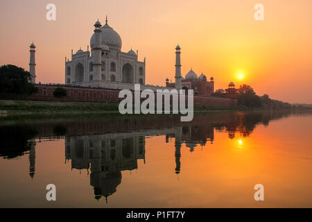 Taj Mahal reflected in Yamuna river at sunset in Agra, India. It was commissioned in 1632 by the Mughal emperor Shah Jahan to house the tomb of his fa - Stock Photo