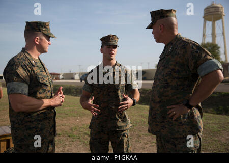 U.S. Marine Corps First Lieutenant Zachary A. Basich, center, a Marine assigned to Special Purpose Marine Air Ground Task Force-Crisis Response-Africa, discusses the readiness of the SPMAGTF's ground combat element with U.S. Marine Corps Lt. Gen. John E. Wissler, commander of U.S. Marine Corps Forces Command, and U.S. Marine Corps Col. Daniel Greenwood, commander of SPMAGTF-CR-AF, at Morón Air Base, Spain, Oct. 28, 2016. During his visit, Wissler toured the facilities and spoke with Marines about the importance of unit's readiness as the crisis response force for U.S. Africa Command. U.S. Mari - Stock Photo