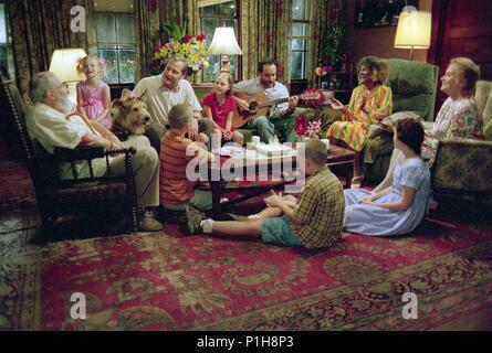 Original Film Title: BECAUSE OF WINN-DIXIE.  English Title: BECAUSE OF WINN-DIXIE.  Film Director: WAYNE WANG.  Year: 2005.  Stars: JEFF DANIELS; DAVE MATTHEWS; COURTNEY JINES; EVA MARIE SAINT; CICELY TYSON; ANNASOPHIA ROBB; ELLE FANNING; B. J. HOOPER; LUKE BENWARD; NICK PRICE. Credit: 20TH CENTURY FOX / TENNER, SUZANNE / Album - Stock Photo