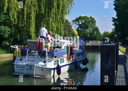Pleasure boats entering Mapledurham Lock on the upper Thames reach Purley-On-Thames in Berkshire, England - Stock Photo