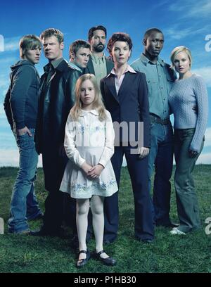 Original Film Title: 4400, THE-TV.  English Title: THE 4400.  Year: 2004.  Stars: JOEL GRETSCH; LAURA ALLEN; JACQUELINE MCKENZIE; CHAD FAUST; MAHERSHALA ALI; PATRICK FLUEGER; CONCHITA CAMPBELL. Credit: PARAMOUNT NETWORK / Album - Stock Photo