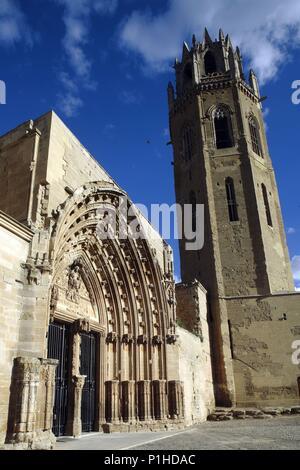 SPAIN - Catalonia - Segrià (district) - Lerida. Lleida; Seu Vella / Catedral; portal de los Apóstoles / dels Apóstols y campanario. - Stock Photo