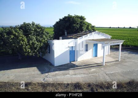 SPAIN - Catalonia - Ribera d?Ebre (district) - TARRAGONA. Delta del Ebro / de'l Ebre; barraca y arrozal. - Stock Photo