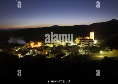 SPAIN - Catalonia - Ribera d?Ebre (district) - TARRAGONA. García; pueblo, Iglesia Vieja y río Ebro. - Stock Photo