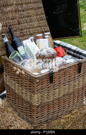 Picnic hamper display at Daylesford Organic farm summer festival. Daylesford, Cotswolds, Gloucestershire, England - Stock Photo