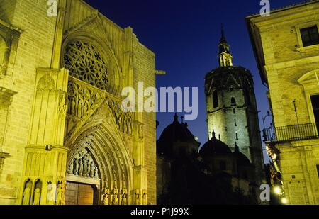 Cathedral: Puerta de los Apóstoles / 'apostles doorway' and Micalet tower (torre del Miguelete). - Stock Photo