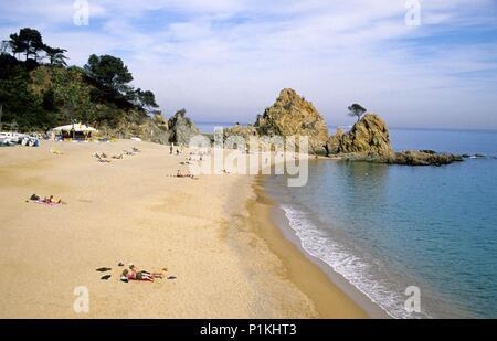 SPAIN - Catalonia - Selva (district) - GERONA. Tossa de Mar; playa / platja de la Mar Menuda. - Stock Photo