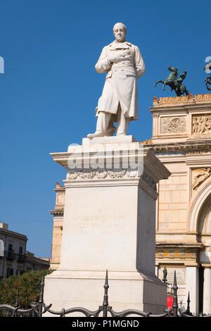 Italy Sicily Palermo Piazza & statue sculpture stone Ruggero Settimo 1778 - 1863 President politician activist by Teatro Politeama Garibaldi - Stock Photo