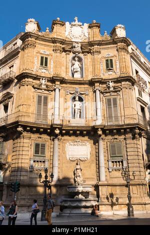 Italy Sicily Palermo Quattro Canti intersection Corso Vittorio Emanuele & Via Maqueda built 1600s concave facade fountain statue statues saint king - Stock Photo