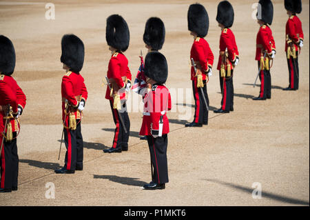 9 June 2018, London, UK. Trooping the Colour ceremony in Horse Guards Parade, The Queens Birthday Parade. Credit: Malcolm Park/Alamy - Stock Photo