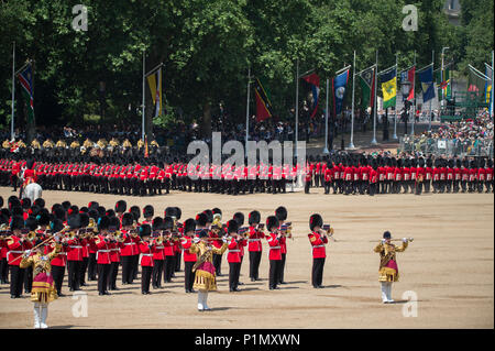 9 June 2018, London, UK. Trooping the Colour ceremony in Horseguards Parade, The Queens Birthday Parade. Credit: Malcolm Park/Alamy - Stock Photo