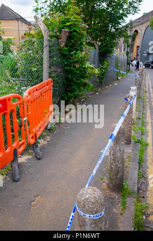 South Harrow, London, England. 12th June 2018. Police search for clues and protect the scene of the latest violent incident in Harrow, contributing to the continuous violent crime rates in London. The location is very close to recent stabbing of a 17 year old and is part of the same investigation.  The Police would only say that someone had been very badly injured. They were undertaking a finger tip search of the crime scene on Roxeth Green Avenue, South Harrow. Credit © Tim Ring/Alamy Live News - Stock Photo