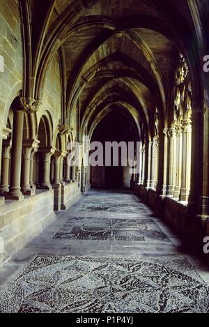 Monasterio de / la Oliva monastery; gothic cloister (cisterciense). - Stock Photo