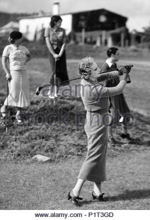 Original Film Title: DOCE HOMBRES Y UNA MUJER.  English Title: TWELVE MEN AND A WOMAN.  Film Director: FERNANDO DELGADO.  Year: 1934. Credit: STAR FILMS S.A. / Album - Stock Photo