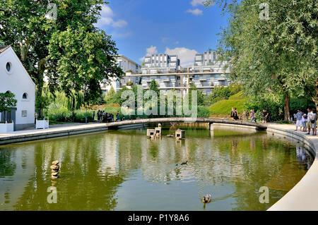 France, Paris, Parc de Bercy, romantic garden - Stock Photo