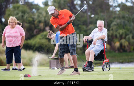 palm beach gardens florida usa 13th june 2018 army veteran patrick crockett deerfield beach tees off as army veteran ed bankston right west palm beach watches during a project pga hope helping our patriots everywhere event at the county club at mirasol in palm beach gardens florida june 13 2018 this was the fifth pga hope program offered to veterans in northern palm beach county since 2015 close to 400 veterans have been involved in pga hope credit allen eyestonethe palm beach postzuma wirealamy live news p215k1 - Army Navy Store Palm Beach Gardens