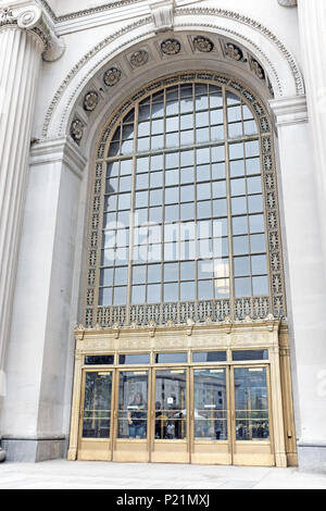 One of the beaux-arts front entrance ways of Cleveland Tower City Center in downtown Cleveland, Ohio, USA. - Stock Photo