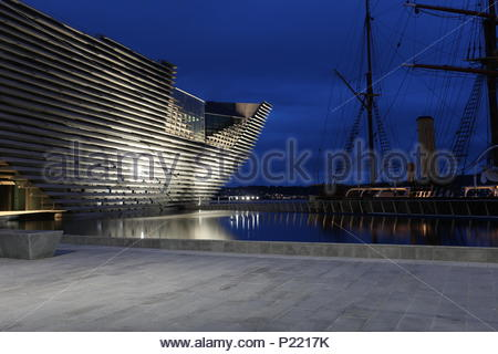 RRS Discovery and V&A Design Museum by night Dundee Scotland  June 2018 - Stock Photo