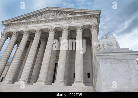 'Equal Justice Under Law' engraved above column entrance, Supreme Court Building, Washington, DC. Authority of Law statue in foreground - Stock Photo