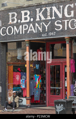 Memphis, Tennessee - B.B. King's Company Store on Beale Street, where restaurants and blues clubs lure tourists. - Stock Photo