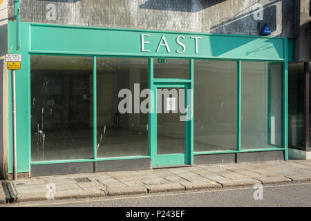 Empty vacant shop front in Truro, Cornwall. Metaphor Death of the High Street, closed down shops, recession, high street crisis closures, vacant shops - Stock Photo