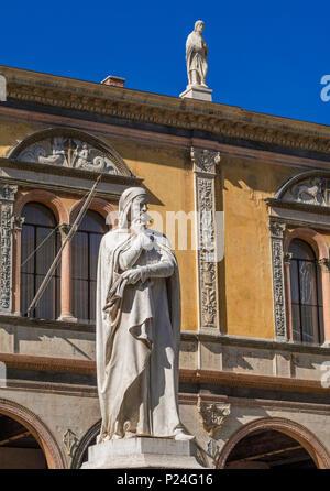 Statue of Dante Alighieri in the Piazza dei Signori, Verona, Veneto, Veneto, Italy, Europe - Stock Photo