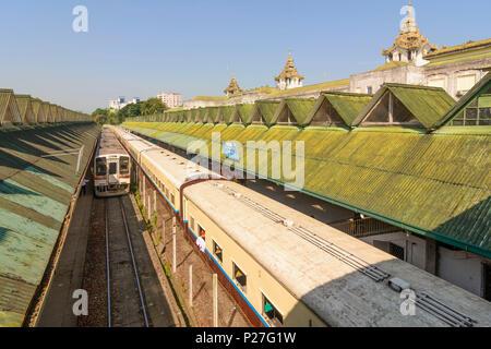 Yangon (Rangoon), Yangon Central railway station, train, Colonial Quarter, Yangon Region, Myanmar (Burma) - Stock Photo