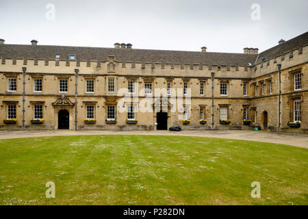 Around the university city of Oxford. St Johns college, oxford university. - Stock Photo