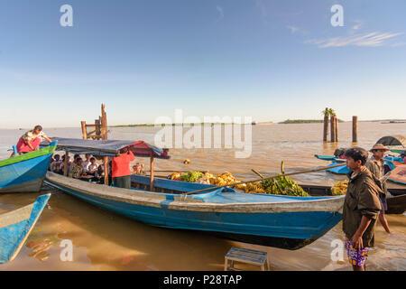 Mawlamyine (Mawlamyaing, Moulmein), ferry boat, banana cargo boat, Thanlwin (Salween) River, Mon State, Myanmar (Burma) - Stock Photo