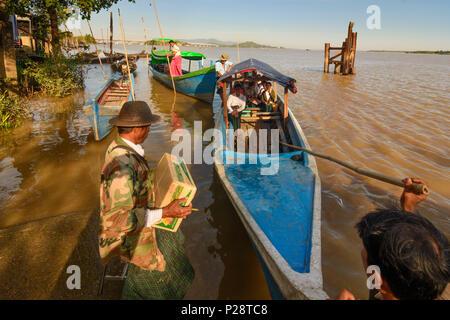Mawlamyine (Mawlamyaing, Moulmein), people enter ferry boat, Thanlwin (Salween) River, Mon State, Myanmar (Burma) - Stock Photo