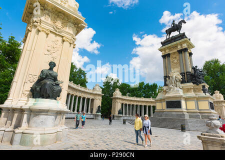 Madrid park summer, view of the Alfonso XII monument in the centre of the Parque del Retiro in the city of Madrid, Spain. - Stock Photo