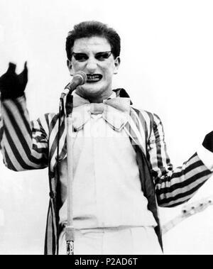 Javier Gurruchaga, cantante, actor y showman español, en una actuación de su Orquesta Mondragon. (archivoERM). - Stock Photo
