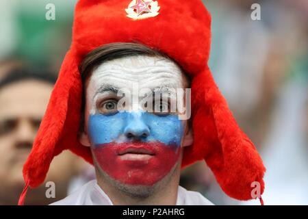 Moscow, Russland. 14th June, 2018. firo: 14.06.2018, Moscow, Football, Soccer, National Team, World Cup 2018 in Russia, Russia, World Cup 2018 in Russia, Russia, World Cup 2018 Russia, Russia, Opening Match, M01, Russia - Saudi Arabia, fan Russia | usage worldwide Credit: dpa/Alamy Live News - Stock Photo