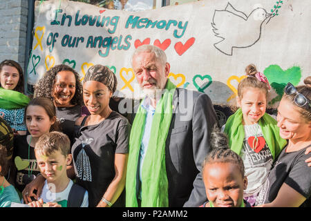 London, UK. 14th Jun, 2018. Jeremy Corbin meets people from teh area - The first anniversary of the Grenfell Tower Disaster Credit: Guy Bell/Alamy Live News - Stock Photo