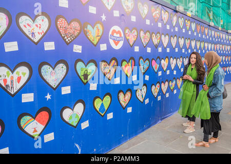 London, UK. 14th Jun, 2018. The Comeunity wall - The first anniversary of the Grenfell Tower Disaster Credit: Guy Bell/Alamy Live News - Stock Photo