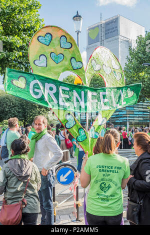 London, UK. 14th Jun, 2018. The march prepares to set off in teh shadow of the tower - The first anniversary of the Grenfell Tower Disaster Credit: Guy Bell/Alamy Live News - Stock Photo
