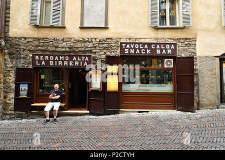 Italy, Lombardy, Bergamo, the Citta Alta (upper citty), Via Gombito, Birreria di Città Alta bar - Stock Photo