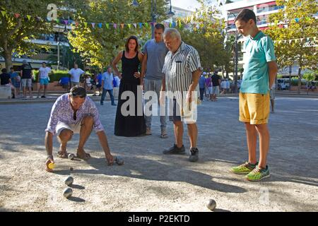 France, Alpes Maritimes, Cannes, Petanque players on the popular place de l'Etang - Stock Photo