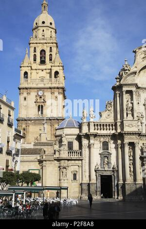 SPAIN - La Huerta de Murcia (district) - MURCIA. Murcia (capital); Plaza Cardenal Belluga y torre / campanario de la Catedral. - Stock Photo