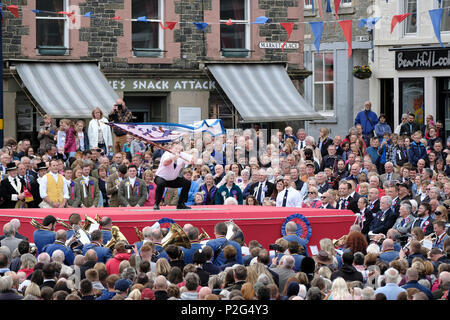 Selkirk, UK. 15th Jun, 2018.    Selkirk Common Riding - Casting of the Colours Incorporation of Hammermen - Mark Easson casting the Hammermen's Flag at the end of the morning 'Riding Of The Marches' . The spectacular culmination to the mornings events is steeped in history, dating from the Battle of Flodden in 1513, remembers the story of Flodden, when Selkirk sent 80 men into battle with the Scottish King. One man returned, bearing a blood stained English flag (Photo by Rob Gray / Freelance) Credit: Rob Gray/Alamy Live News - Stock Photo