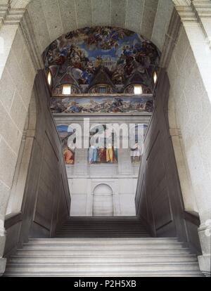 Escalera principal (Claustro). Monasterio de San Lorenzo de El Escorial, empezado a construir en el año 1563. Província de Madrid, España. - Stock Photo