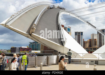 Millennium bridge over the river Tyne between Newcastle Quayside and Gateshead in open/tilting position to alllow boats to pass. Newcastle upon Tyne. - Stock Photo