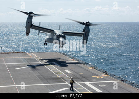 An MV-22B Osprey from Marine Medium Tiltrotor Squadron 266, Special Purpose Marine Air-Ground Task Force-Crisis Response-Africa, takes off from aboard the Spanish amphibious assault ship Juan Carlos I in the Gulf of Cadiz, Spain, Sept. 14, 2016. The Spanish Navy hosted flight deck landing qualifications for SPMAGTF-CR-AF Marines to demonstrate interoperability between the U.S. and Spain. (U.S. Marine Corps photo by Staff Sgt. Tia Nagle) - Stock Photo