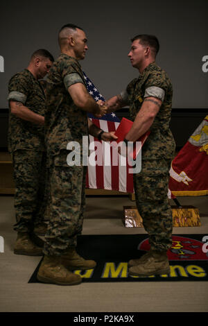 U.S. Marine Corps Maj. Gen. John K. Love, 2nd Marine Division (2d MARDIV) commanding general, 2d MARDIV, shakes hands with Cpl. Joseph A. Baker, 2nd Battalion, 6th Marine Regiment, 2d MARDIV during the 2d MARDIV Infantry Rifle Squad Competition award ceremony at Camp Lejeune, N.C., Sep. 28, 2016. 2d MARDIV Infantry Rifle Squad Competition was to evaluate the tactical proficiency of infantry rifle squads and determine, under simulated combat conditions, the Division's most proficient and capable squad. The competition was designed to emphasize the correct conduct of tactics, techniques, procedu - Stock Photo